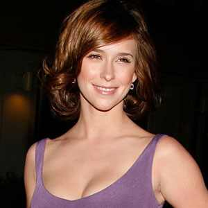 http://images.eonline.com/eol_images/Entire_Site/20080428/300.LoveHewitt.Jennifer.042808.jpg