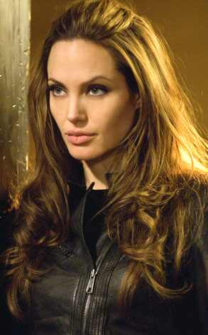 Bild; Quelle: http://images.eonline.com/eol_images/Entire_Site/20080624/293.jolie.wanted.062408.jpg
