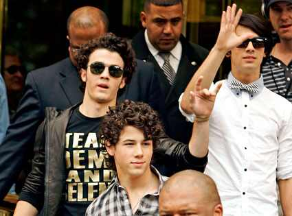 http://images.eonline.com/eol_images/Entire_Site/20080811/425.jonas.bros.081108.jpg