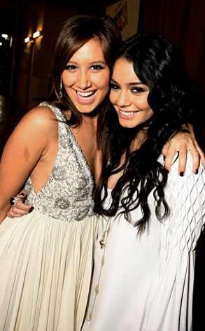 Official Vanessa & Ashley Gallery - Page 6 293.hudgens.tisdale.lc.101708