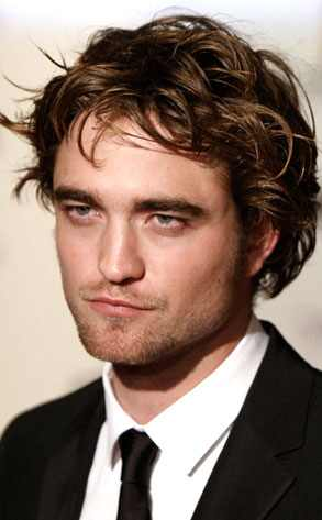 http://images.eonline.com/eol_images/Entire_Site/20081028/293.pattinson.robert.102808.jpg