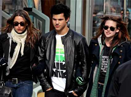 Lautner hangs, Kristen Stewart. E!online has an article about Taylor.