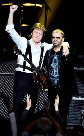 Paul McCartney e Ringo Starr se apresentam no Grammy Awards