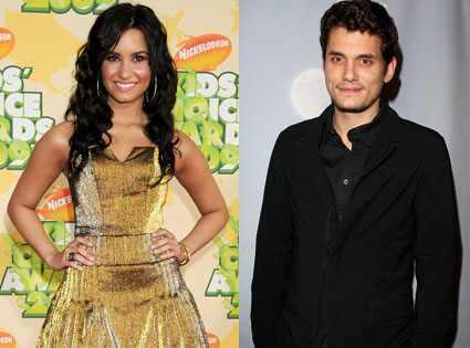 Demi Lovato e John Mayer são vistos em clima íntimo durante jantar