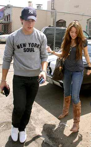 miley cyrus pictures to nick jonas. Nick Jonas, Miley Cyrus
