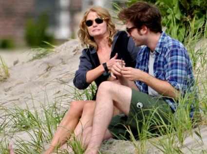 pictures of kristen stewart and robert pattinson kissing. Remeber Me, Robert Pattinson,