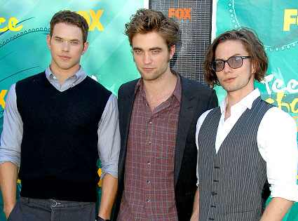 http://images.eonline.com/eol_images/Entire_Site/20090810/425.lutz.pattinson.rathbone.lc.081009.jpg