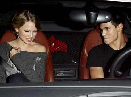 Taylor Swift Taylor Lautner Hockey. Taylor Swift, Taylor Lautner