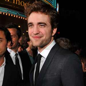 http://images.eonline.com/eol_images/Entire_Site/20091116/300.pattinson.robert.lr.111609.jpg