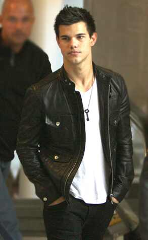 Taylor Lautner ( Twilight) 293.Lautner.Taylor.cm.120609