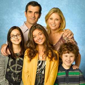sarah hyland  modern family