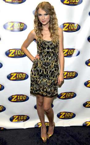 I really adore Taylor Swift's golden look @ Z100's Jingle Ball in New York