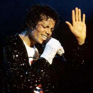 ¡Demandan a Michael Jackson por mil millones de dólares!