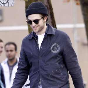 http://images.eonline.com/eol_images/Entire_Site/2010330//300.Robert.Pattinson.tg.043010.jpg