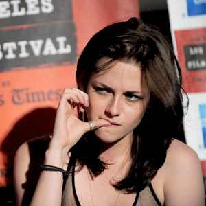 http://images.eonline.com/eol_images/Entire_Site/2010528//300.stewart.kristen.laff.lc.062810.jpg