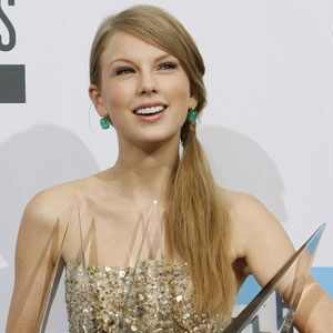 http://images.eonline.com/eol_images/Entire_Site/20111022//300.swift.cm.112211.jpg