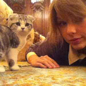 http://images.eonline.com/eol_images/Entire_Site/2011106//300.swift.cm.11611.jpg
