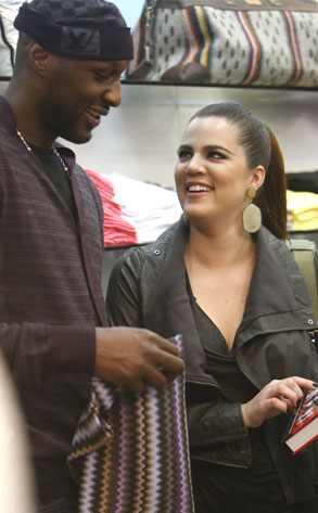 Khloé Kardashian renova votos após rumor de traição
