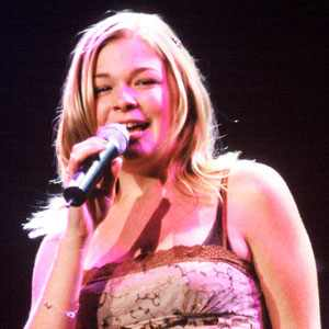 "Whitney Houston Tribute: Watch LeAnn Rimes' Emotional Performance of ""I Will ..."