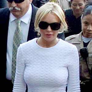 Lindsay Lohan's Courthouse Dress Sells Out | E! News Canada