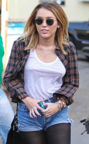 http://images.eonline.com/eol_images/Entire_Site/2012021//reg_634.miley.ls.12112.jpg