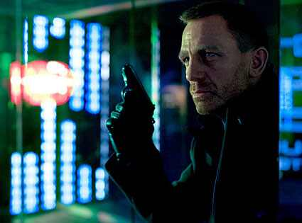 Yep, the pieces are all in place in this first look image of Daniel Craig ...