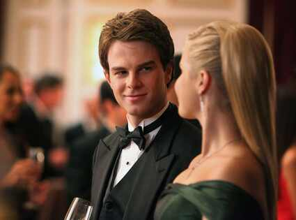 Nathaniel Buzolic, Claire Holt, THE VAMPIRE DIARIES