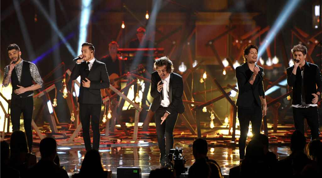 One Direction, 2013 American Music Awards Performances