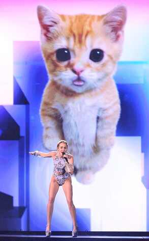 Miley Cyrus, 2013 American Music Awards