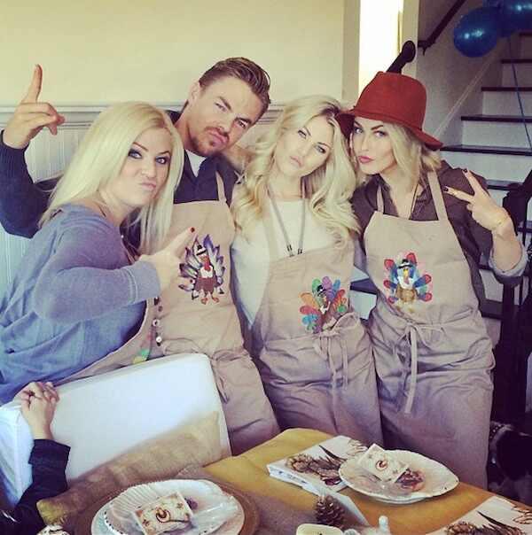Nina Dobrev passa feriado com familia do ex namorado