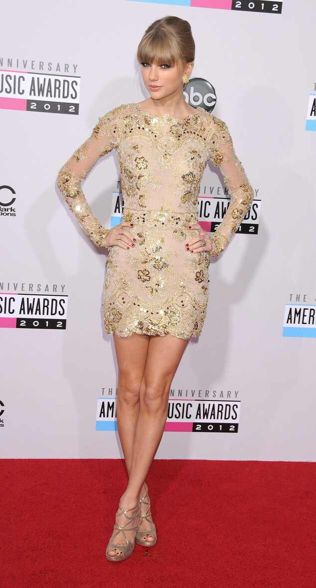 Taylor Swift looks American Music Awards 2012 e 2011