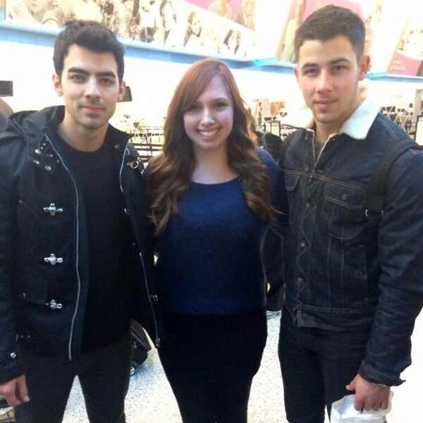 Joe Jonas, Twitter