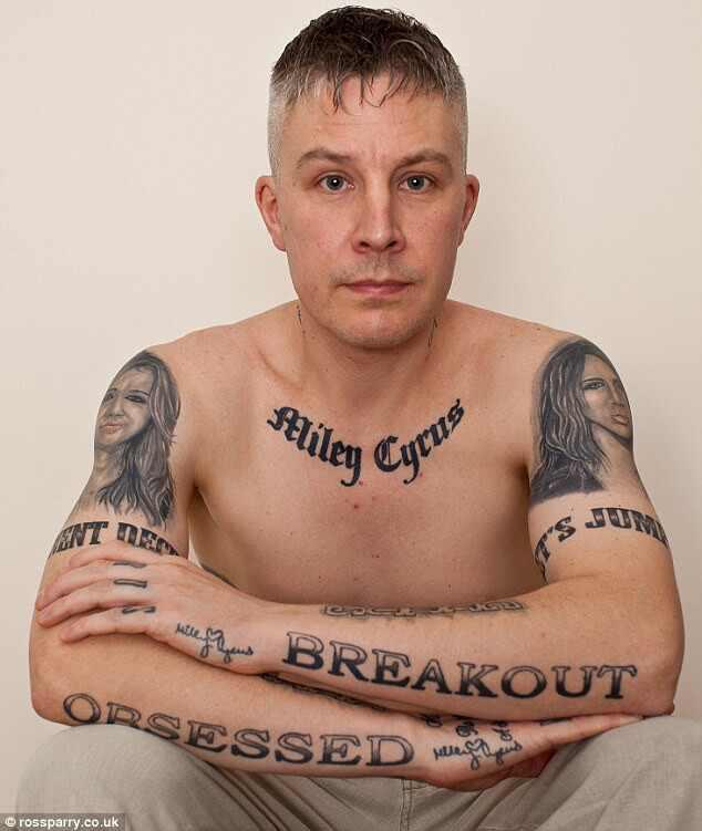 Miley Cyrus fã tatuado