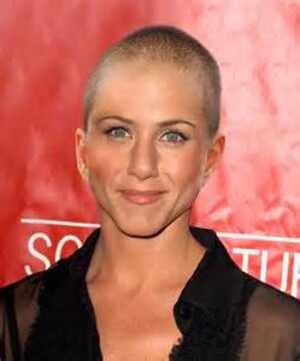 Foto de Jennifer Aniston careca domina a internet