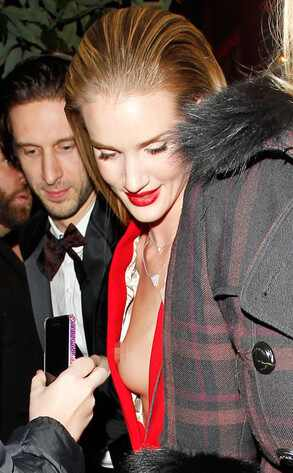 Rosie Huntington-Whiteley, Nip Slip