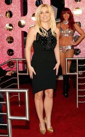 Britney Spears é recebida por strippers para show em Las Vegas
