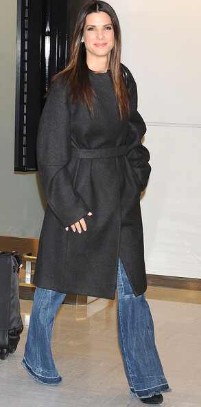 Sandra Bullock, Japan, Narita International Airport