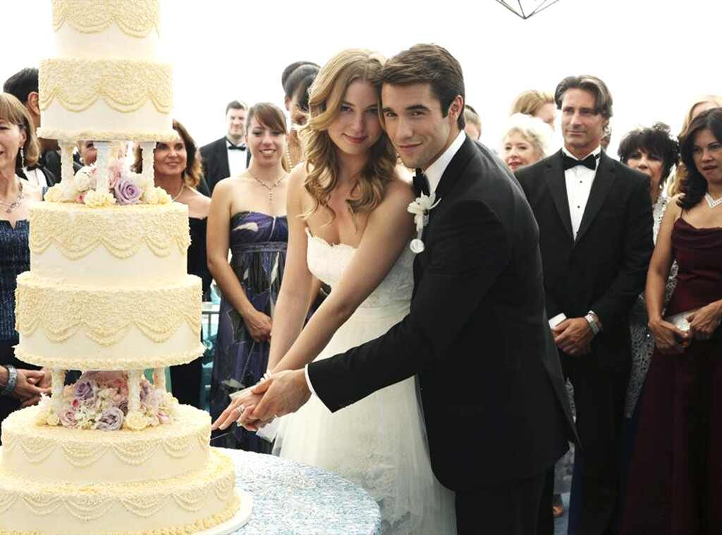 Emily Vancamp Josh Brolin Revenge Wedding