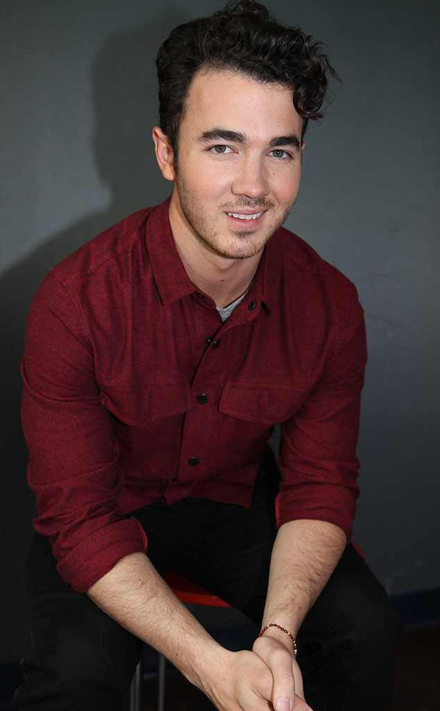 Kevin Jonas participa do programa do E! <i>Coffee Break</i>