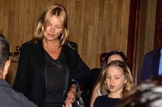 Kate Moss e a filha, Lila Grace, em São Paulo