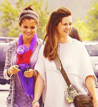 Selena Gomez, Mandy Teefey