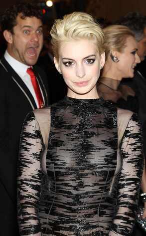 Anne Hathaway, Photobombing, MET Gala