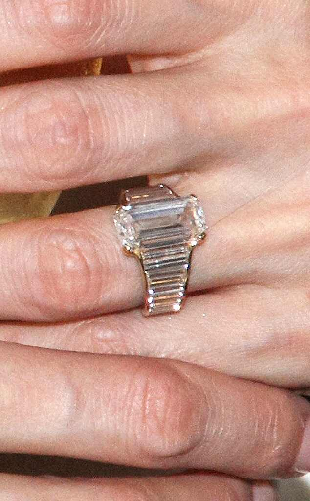Angelina Jolie, Engagement Ring