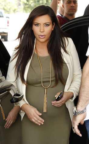 Kim Kardashian e North West fazem primeira aparição