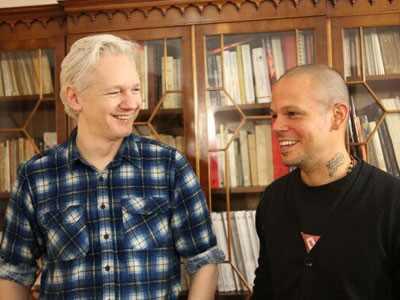 Rene Perez, Calle 13, Julian Assange