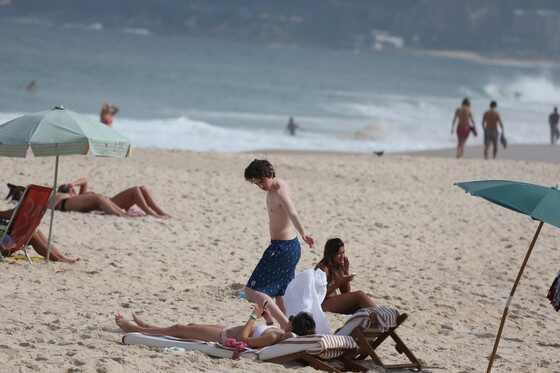 Freddie Highmore, Emma Roberts, Rio de Janeiro