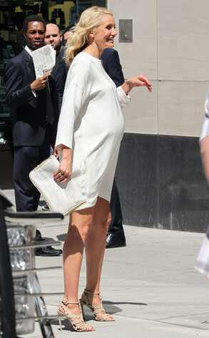 Cameron Diaz Shows Off Fake Baby Bump on The Other Woman ...Cameron Diaz Pregnant Pic