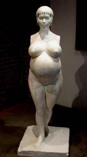 """Kim Kardashian, Daniel Edwards, escultura """"L.A. Fertility"""
