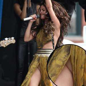 Selena Gomez, Wardrobe Malfunction