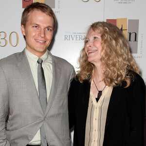 Mia Farrow, Ronan Farrow